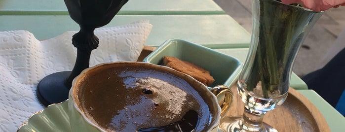 Mint Nişantaşı Cafe & Gelato is one of Dondurmaccı 🍦.