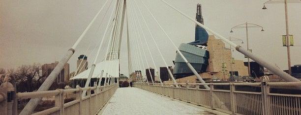 Salisbury House is one of A fazer em Winnipeg.