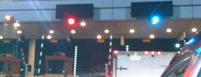 Mackinac Bridge Toll Booth is one of Posti che sono piaciuti a Annie.