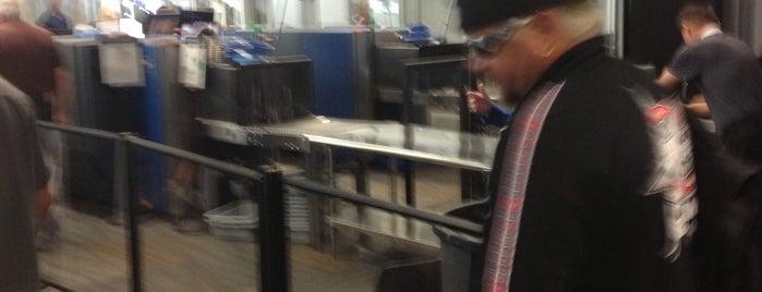 TSA Pre Check Terminal 3 is one of Sarah 님이 좋아한 장소.