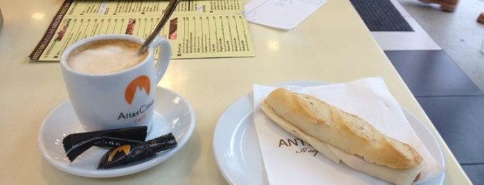 Antico Caffè is one of Lieux qui ont plu à Yolanda.