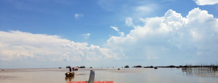 Choueng Knwas - Floating Village is one of cose da fare in cambogia.