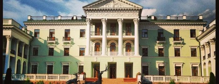 Парк-отель Морозовка is one of Yulia'nın Beğendiği Mekanlar.