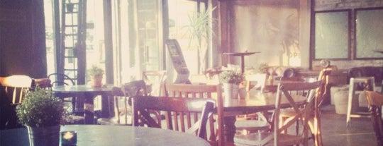 Tipple Bar & Bistro is one of Locais salvos de Brett.
