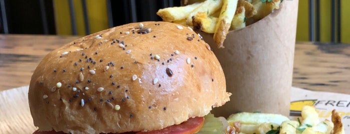 French Burger Factory is one of Chill food Paris.