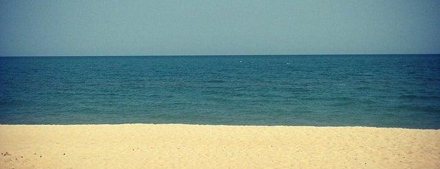 Cha-am Beach is one of Lieux sauvegardés par Olga.