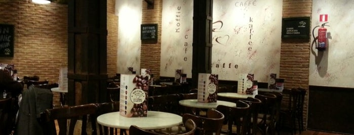 Niccola Caffe is one of Take relaxing cup of café con leche in Valladolid.