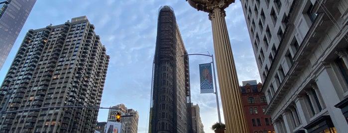 Flatiron Building is one of Locais salvos de Mary.