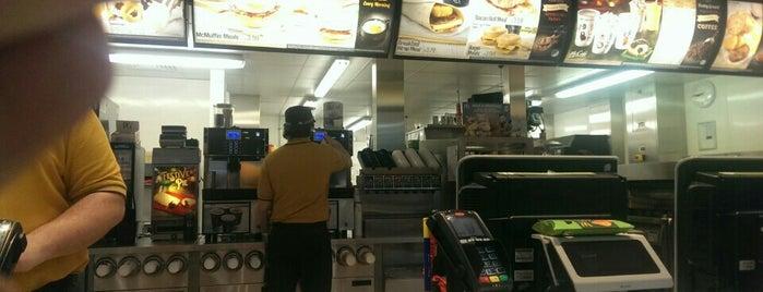 McDonald's is one of Locais curtidos por charles.