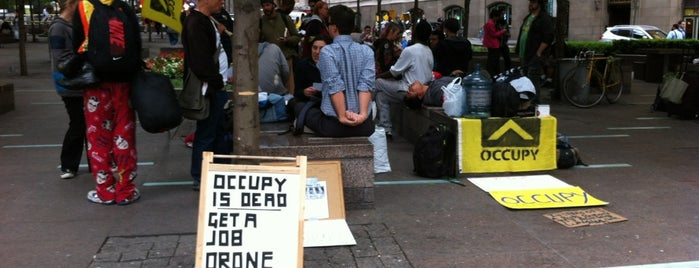Occupy Wall Street is one of Lieux qui ont plu à R.j..