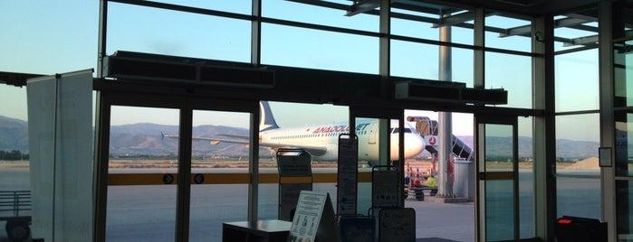 İç Hatlar Terminali is one of Orte, die Aykut gefallen.