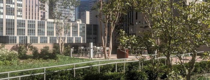 30 Rockefeller Plaza is one of Posti che sono piaciuti a Bryan.