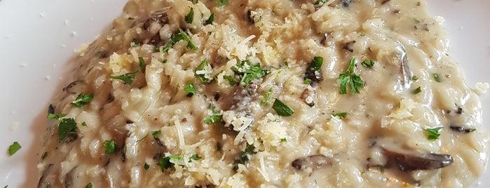 Renatto Cucina Italiana is one of Paulaさんのお気に入りスポット.