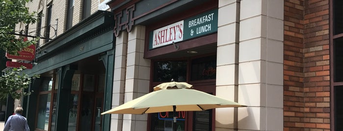 Ashley's Restaurant is one of Lugares favoritos de Erik.