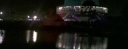 Noche de los museos is one of Centro De Exposiciones y Entretenimiento 👏🎡🎢📷.