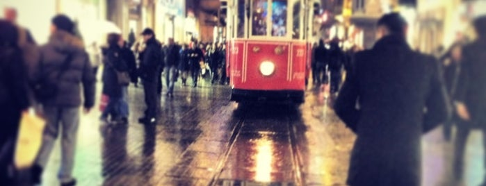 İstiklal Caddesi is one of Mekanlar.