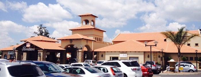 Papachino's Restaurant is one of Orte, die Blake gefallen.