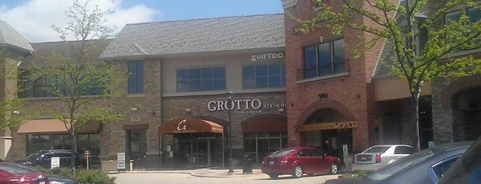 Grotto Italian Steakhouse is one of Locais curtidos por Bobby.