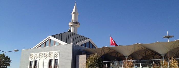 Karşıyaka Mezarlığı Camii is one of Posti che sono piaciuti a Melis.