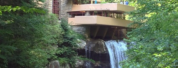 Fallingwater is one of Top photography spots.