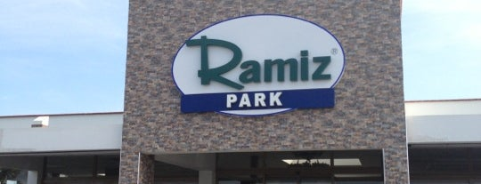 Ramiz Park - Köfteci Ramiz is one of Locais curtidos por Selin.