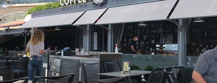 BO$$ COFFEE ROASTERY is one of Orte, die c. gefallen.