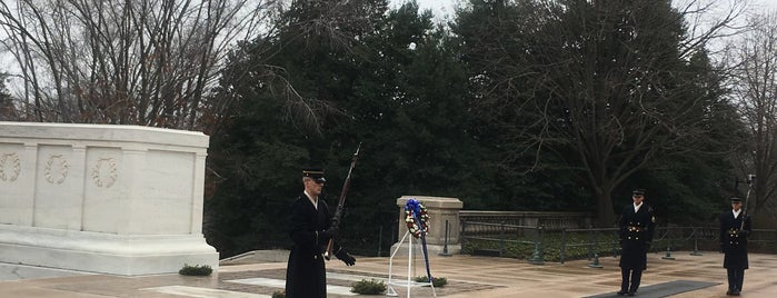 Tomb of the Unknowns is one of สถานที่ที่ Thomas ถูกใจ.