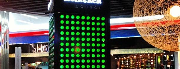 Heineken Bar is one of Locais curtidos por Khalid.