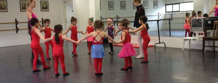 California Ballet is one of Mme.: сохраненные места.