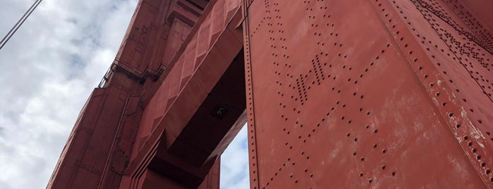 Golden Gate Bridge - Tower 1 is one of Sandybelle 님이 좋아한 장소.