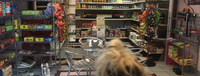 Jenny's Gourmet Shop is one of สถานที่ที่ Sandra ถูกใจ.