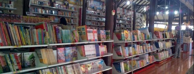 Toko Buku Togamas is one of สถานที่ที่บันทึกไว้ของ Maria.