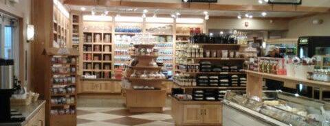 Dutch Valley Restaurant & Bakery is one of Posti che sono piaciuti a Phillip.
