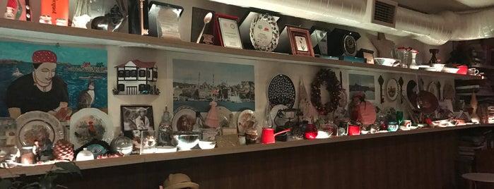Maria's Restaurant is one of Posti che sono piaciuti a Sara.