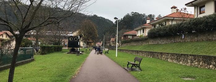 Vía verde del Pas is one of De turismo por Cantabria.