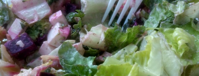 Fresh Salads is one of Tempat yang Disukai Cristina.