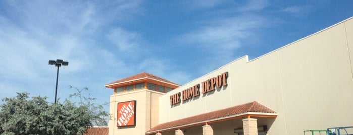 The Home Depot is one of สถานที่ที่ Andrea ถูกใจ.