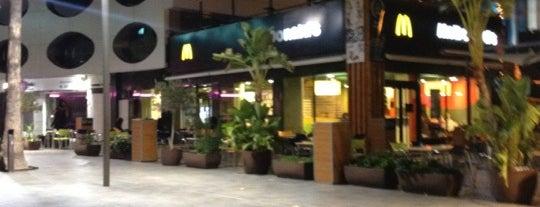 McDonald's is one of Locais curtidos por Gabriel.