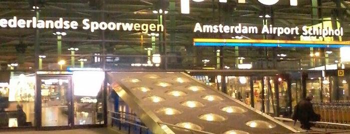 Aeropuerto de Ámsterdam-Schiphol (AMS) is one of Skyfall.