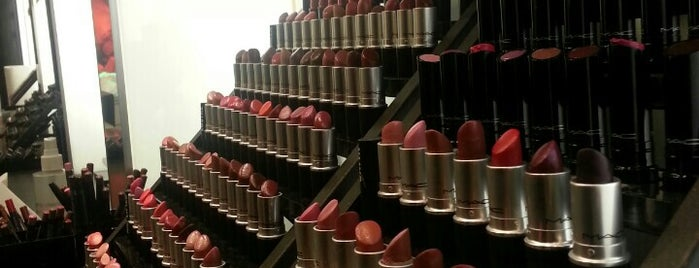 MAC Cosmetics is one of Jenさんのお気に入りスポット.