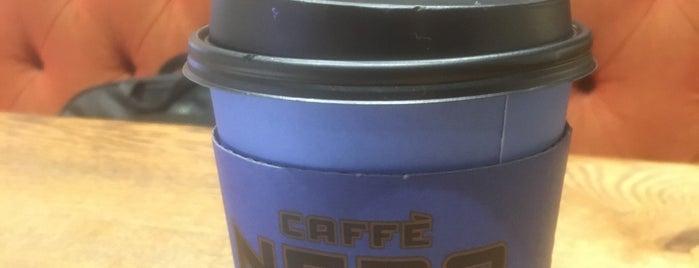 Caffè Nero is one of Lugares favoritos de Semin.