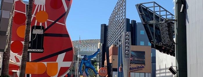 Universal City is one of Lieux qui ont plu à Sergio M. 🇲🇽🇧🇷🇱🇷.