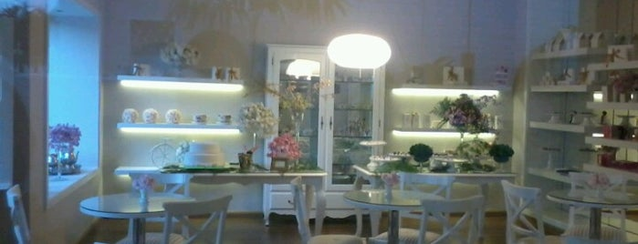 Dolce Vitrine is one of Café.