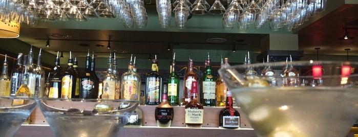 Bar Louie is one of Locais curtidos por Richard.