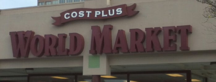 Cost Plus World Market is one of Lugares favoritos de Rez.