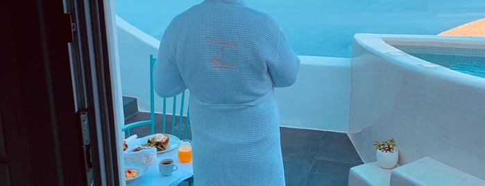 Athina Luxury Suites is one of Locais curtidos por Tasos.