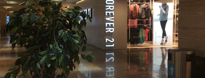 Forever 21 is one of สถานที่ที่ Nataly ถูกใจ.