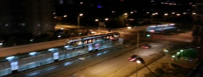 Yeni Mahalle Tramvay Durağı is one of Locais curtidos por Esen.