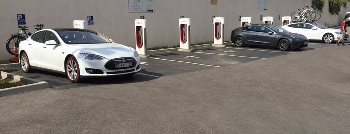 Tesla Supercharger Nîmes is one of Superchargeurs Tesla en France.