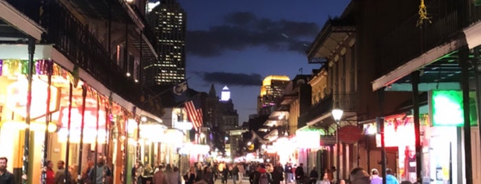 Bourbon St. French Quarter is one of Lugares favoritos de Andrew.